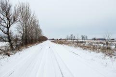 Strada nevicata all'azienda agricola Fotografie Stock Libere da Diritti