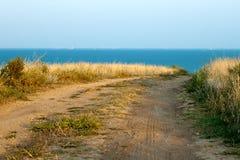 Strada non asfaltata al mare Immagine Stock