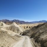 Strada non asfaltata in Death Valley. Fotografie Stock