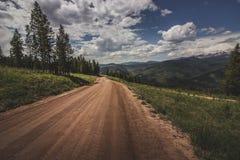 Strada non asfaltata della montagna di Vail fotografie stock