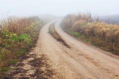Strada non asfaltata in foschia Fotografia Stock Libera da Diritti