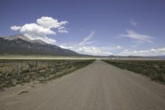 Strada non asfaltata nel Sangre De Cristo Mountains fotografie stock