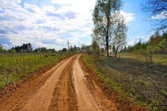 Strada non asfaltata rurale, estate. fotografie stock