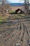 Strada non asfaltata scura nella zona rurale Fotografia Stock