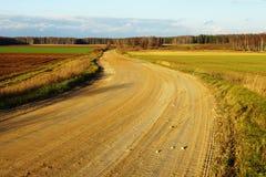 Strada non asfaltata sul fondo di autunno Fotografia Stock Libera da Diritti