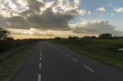 Strada olandese nel tramonto Immagine Stock Libera da Diritti