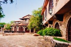 Strada in parco Villaggio antico Altos de Chavon - Fotografie Stock Libere da Diritti