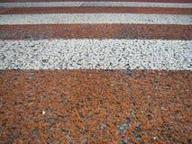 strada, particella, attraversamento, asfalto, rosso e bianco fotografie stock libere da diritti