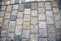 Strada pavimentata con le pietre per lastricati Cobbles il fondo fotografie stock libere da diritti