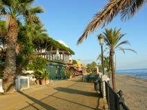 Strada pedonale alla linea costiera di Marbella Fotografia Stock Libera da Diritti