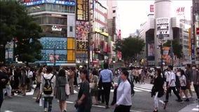 Strada pedonale di Shibuya della metropoli giapponese archivi video