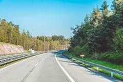 Strada principale ad alta velocità in repubblica Ceca Viaggio attraverso la Moravia scenica Immagini Stock Libere da Diritti