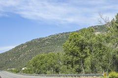 Strada principale 132 al parco di stato di Paonia, Colorado Immagine Stock