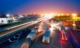 Strada principale alla notte. Fotografie Stock