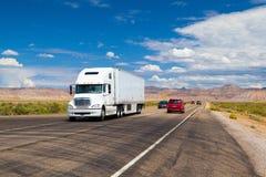Strada principale americal tipica in deserto nell'Utah Fotografia Stock