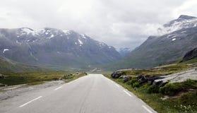 Strada principale attraverso le montagne Fotografie Stock Libere da Diritti