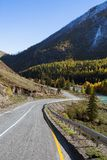 Strada principale in autunno, Altay Mountains di Chuya Fotografia Stock