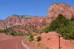 Strada principale in canyon rosso della roccia Fotografia Stock