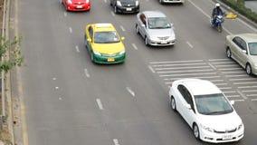 Strada principale che determina traffico occupato all'ora di punta video d archivio