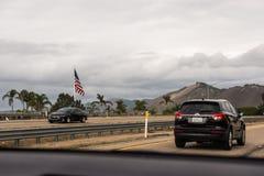 Strada principale 1 del Big Sur che funzionamenti lungo la costa ovest fotografia stock libera da diritti