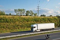 Strada principale del corridoio con il camion ed il motociclo Immagine Stock