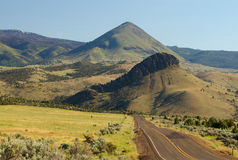 Strada principale del deserto, Mitchell, Oregon Immagine Stock