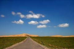 Strada principale dell'isola del lago Qinghai Fotografia Stock