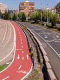 Strada principale della città e pista ciclabile Fotografie Stock
