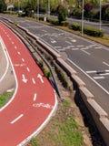 Strada principale della città e pista ciclabile Fotografia Stock Libera da Diritti