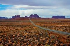 Strada principale della valle del monumento, Utah fotografie stock libere da diritti