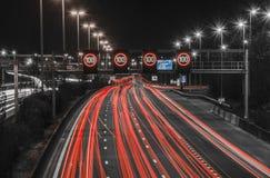 Strada principale di notte a Anversa Fotografie Stock Libere da Diritti