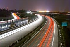 Strada principale di notte - esposizione lunga Fotografie Stock