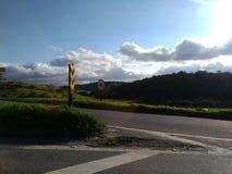 Strada principale e montagna fotografie stock libere da diritti