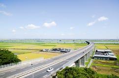 Strada principale e Paddy Field nella stagione del raccolto & in x28; Japan& x29; Fotografia Stock Libera da Diritti