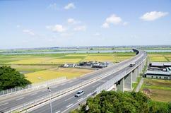 Strada principale e Paddy Field nella stagione Giappone del raccolto Fotografia Stock Libera da Diritti