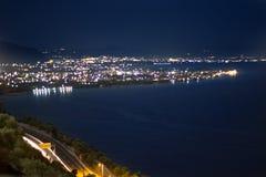 strada principale ed oceano di notte Fotografia Stock Libera da Diritti