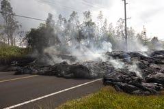 Strada principale in Hawai, che si sono distrutte tramite un flusso di lava Fotografia Stock