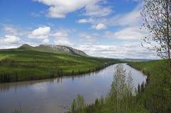 Strada principale il fiume Peace dell'Alaska Fotografia Stock Libera da Diritti