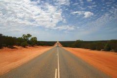 Strada principale infinita dentro Outback. Immagini Stock