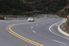Strada principale multi-corsia nelle Ande dell'Ecuador Immagine Stock
