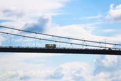 Strada principale nel cielo Trasporti passare il ponte di bosphorus a Costantinopoli, Tu Fotografia Stock Libera da Diritti