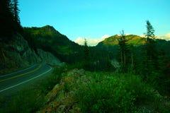 Strada principale nelle montagne Immagini Stock