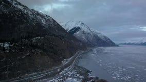 Strada principale scenica di Seward nell'Alaska archivi video