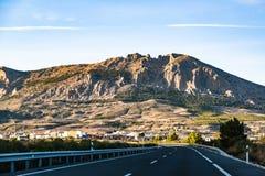 Strada principale in Spagna che conduce alle montagne Sierra Nevada Immagine Stock Libera da Diritti