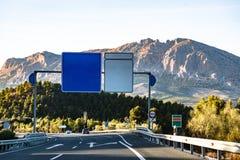 Strada principale spagnola che conduce alle montagne Sierra Nevada Fotografia Stock Libera da Diritti