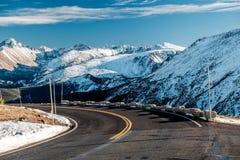 Strada principale in tundra alpina Rocky Mountain National Park in Colorado Fotografia Stock Libera da Diritti