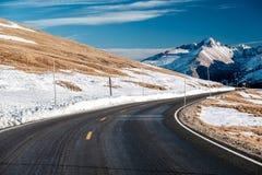 Strada principale in tundra alpina Rocky Mountain National Park in Colorado Fotografia Stock