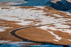 Strada principale in tundra alpina Rocky Mountain National Park in Colorado Immagini Stock Libere da Diritti