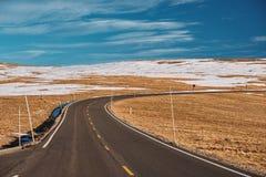 Strada principale in tundra alpina Rocky Mountain National Park in Colorado Immagini Stock