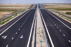 Strada principale vuota con la nuova pavimentazione Immagini Stock Libere da Diritti